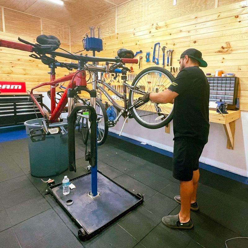 Jimmy Galvez Bicikleta Bike Shop